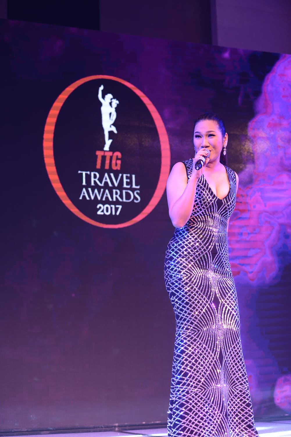 Thailand's leading vocalist Pearl Rapeeporn